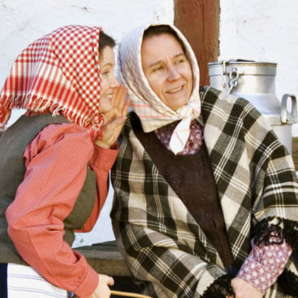 Två kvinnor på Skansen