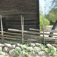 Blandgärdesgård/halvmur utanför Kyrkhultstugan från Blekinge