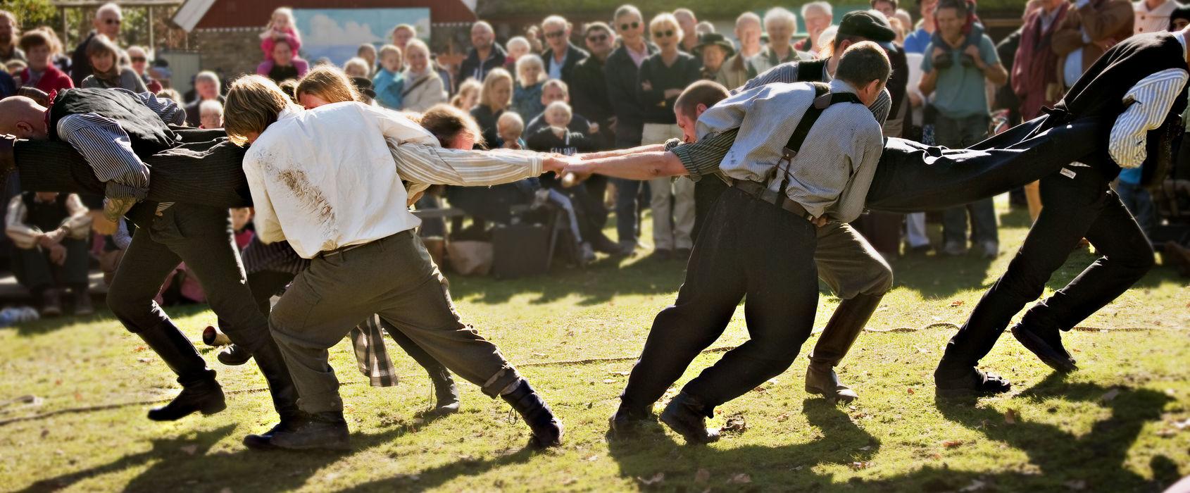 Dragkamp med män, Skansen