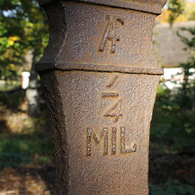 Milstolpe vid Hazelius grav