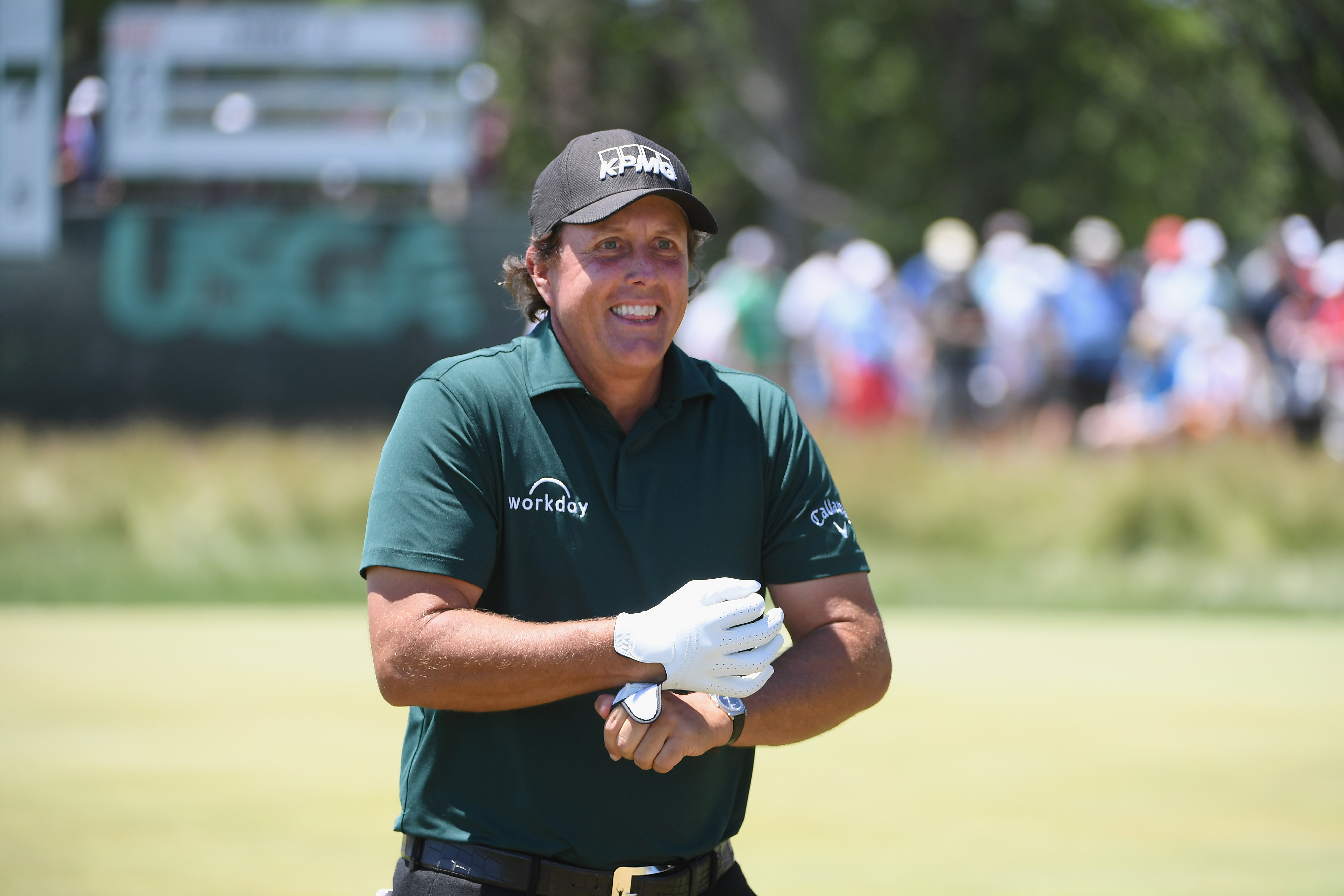 Mickelson apologizes 4 days after deliberately violating golf rules at US Open