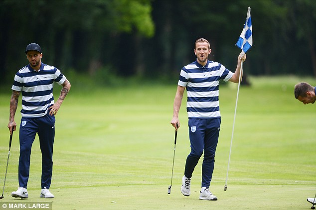 England football team to play 3-hole course in between World Cup games