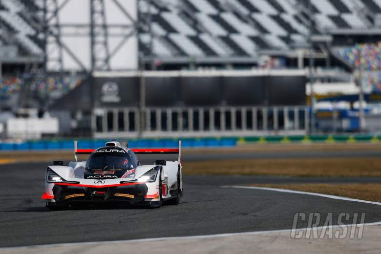 Van der Zande snatches pole from Castroneves for Daytona 24h