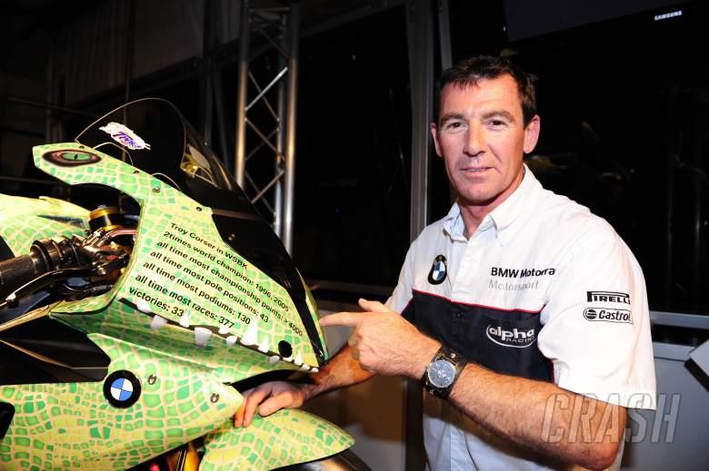 Corser, Leaving party, Crocodile paint scheme on BMW Race bike, Portuguese WSBK 2011