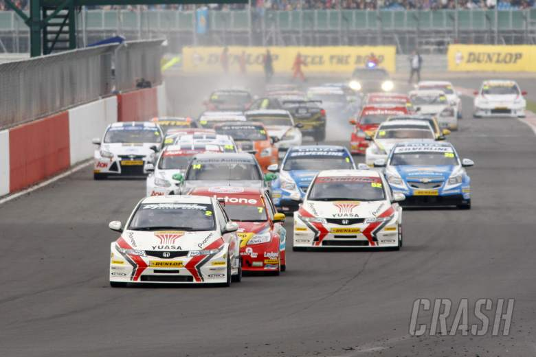 Start, Gordon Shedden (GBR) Honda Racing Honda Civic leads
