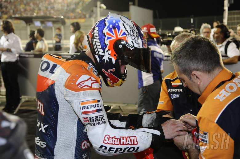 Stoner with pain in his wrist, Qatar MotoGP Race 2012