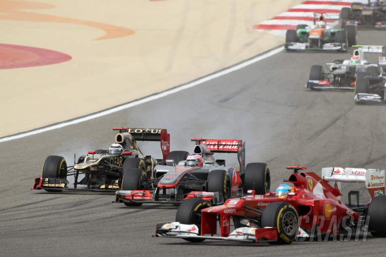 22.04.2012- Race, Kimi Raikkonen (FIN) Lotus F1 Team E20, Jenson Button (GBR) McLaren Mercedes MP4-2