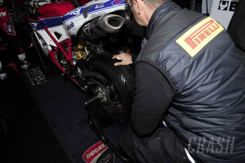 Pirelli Technician, Wet tyre falling apart, Bike, 25 Years of Superbike, Italian WSBK 2012