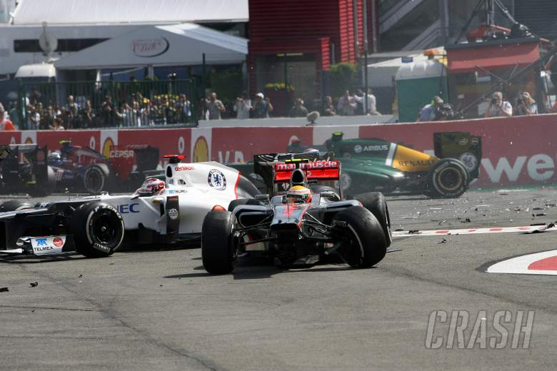 02.09.2012- Race, Start of the race, Crash,Sergio Pérez (MEX) Sauber F1 Team C31 and Lewis Hamilton