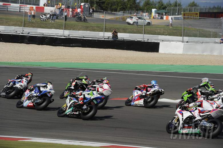 : Sykes, Race start, German WSBK Race 1 2012