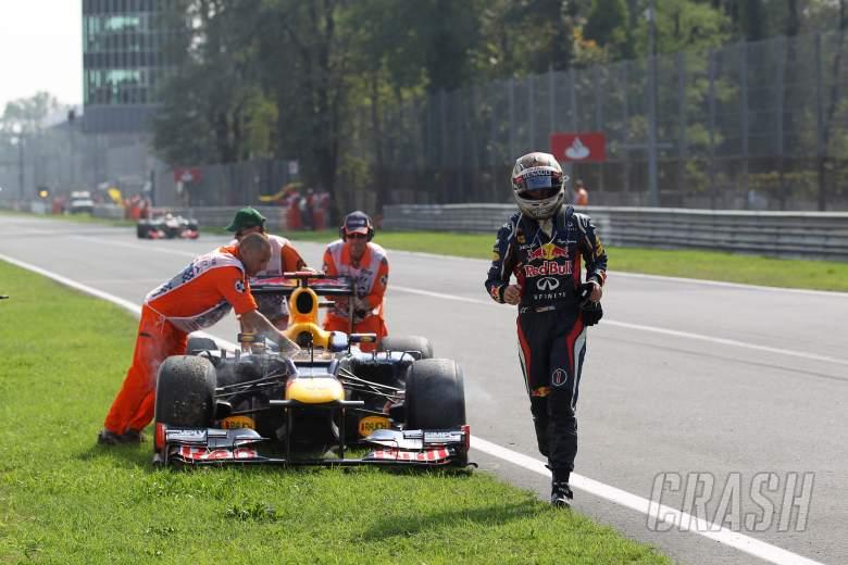 09.09.2012- Race,  Sebastian Vettel (GER) Red Bull Racing RB8 retires from the race