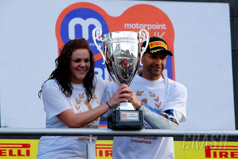 Glen Richards Smiths Gloucester Racing British Supersport Champion 2013 - [picture credit: Ian Hopgo