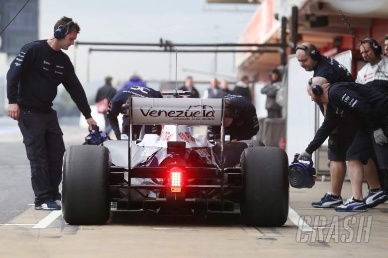 Pastor Maldonado (VEN) Williams FW35 in the pits.