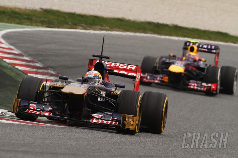 Jean-Eric Vergne (FRA) Scuderia Toro Rosso STR8 leads Mark Webber (AUS) Red Bull Racing RB9.21.02.2