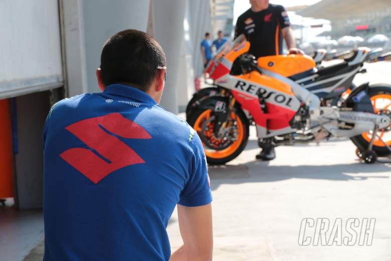 ,  - Suzuki technician looking at Pedrosa's Honda, Sepang MotoGP test, 26-28 February 2014