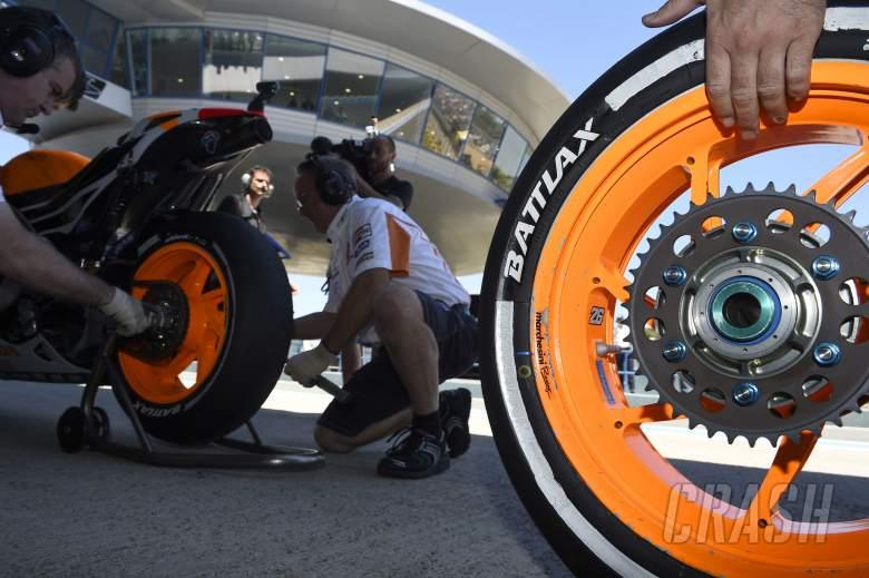 Bridgestone tyre change, Spanish MotoGP 2014