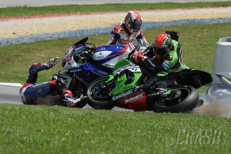 PICS: Baz takes down team-mate Sykes