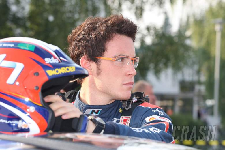 Rollcage damage puts Neuville out