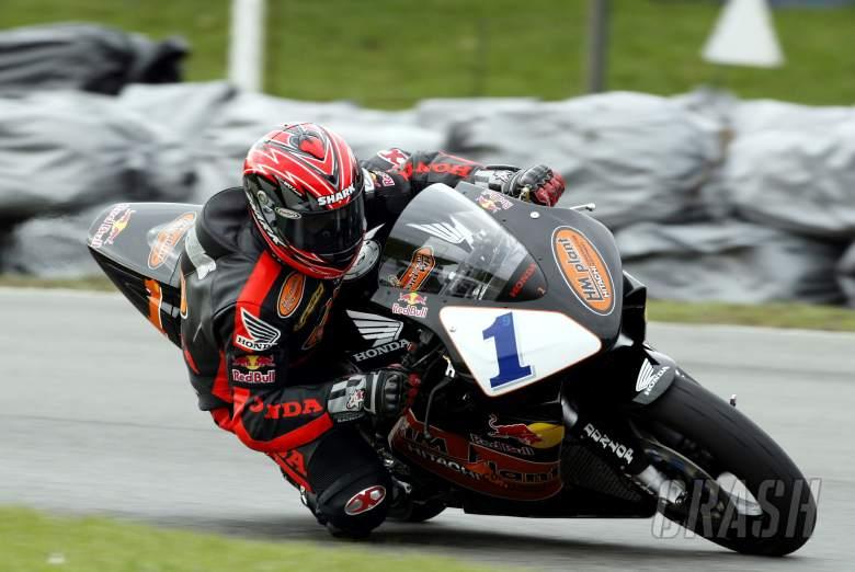 Pic: Tim Keeton/Raymonds Press Agency. 11/4/04. British Superbike Championship, Round 2, Brands Hat