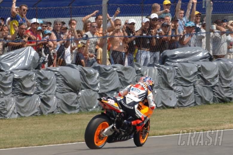 Pedrosa near high-side, British MotoGP Race 2006