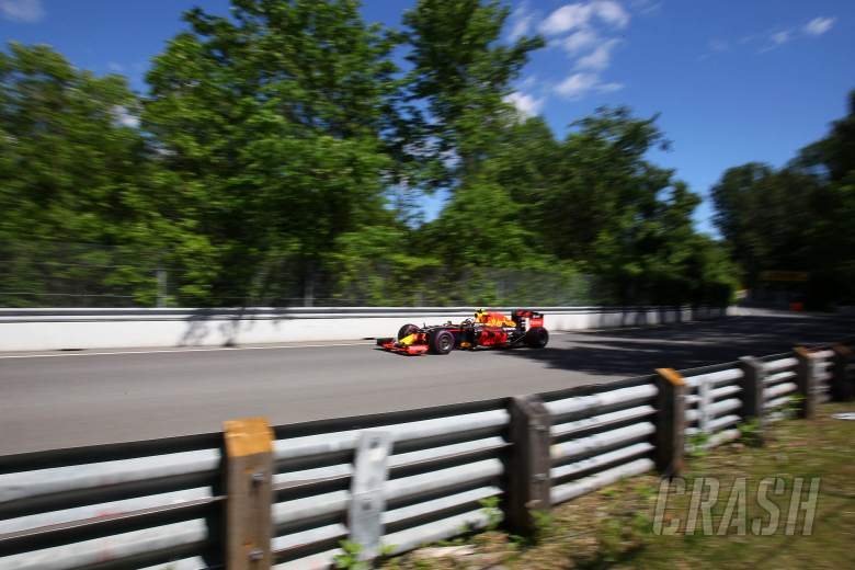 Verstappen plays down gap to Ricciardo