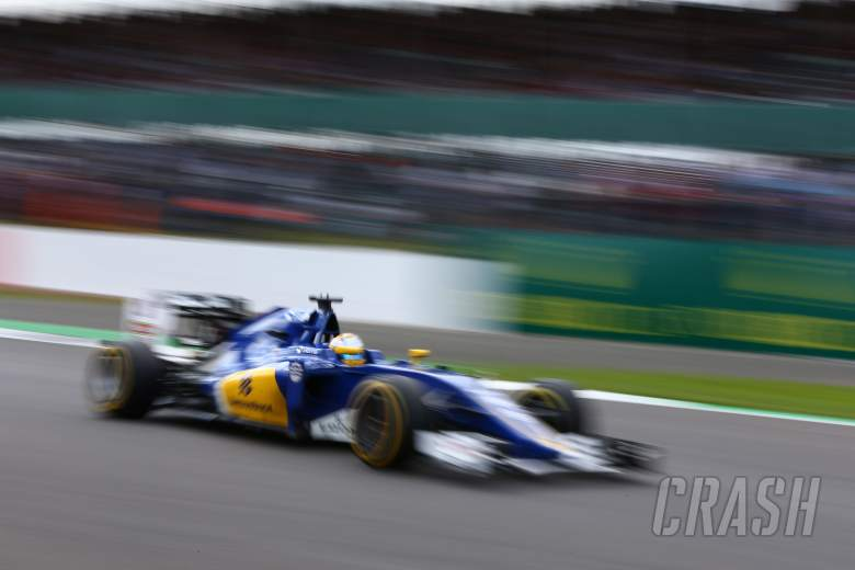 Sauber pushes on with new rear wing tests