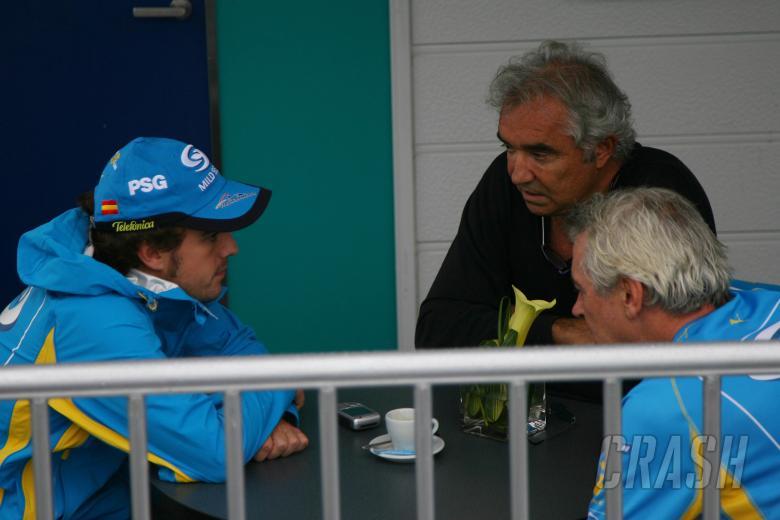 05.10.2006 Suzuka, Japan, Fernando Alonso (ESP), Renault F1 Team, Flavio Briatore (ITA), Renault F1