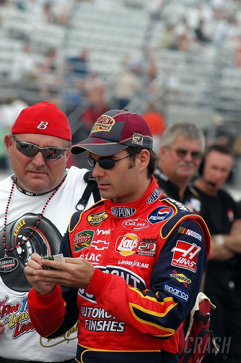 Jeff Gordon signs an autograph in New Hampshire
