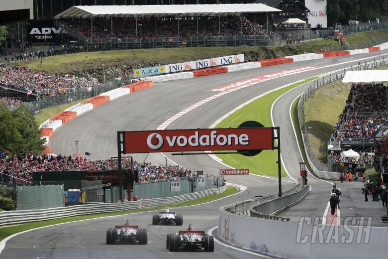 Lewis Hamilton (GBR) McLaren MP4-23, Heikki Kovalainen (FIN) McLaren MP4-23, Nick Heidfeld (GER) BMW