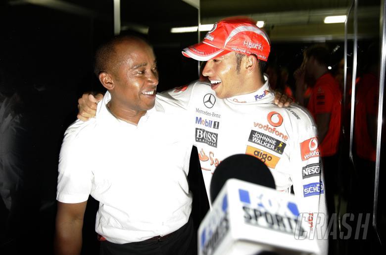 Lewis Hamilton & Anthony Hamilton (GBR) Celebrate World Championship, Brazilian F1 Grand Prix, Inter