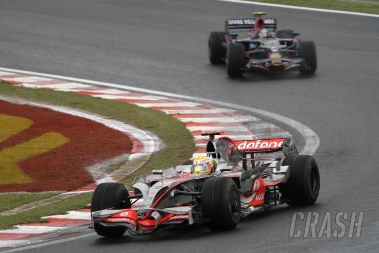 Lewis Hamilton (GBR) McLaren MP4-23, Sebastian Vettel (GER) Toro Rosso STR03, Brazilian F1 Grand Pri