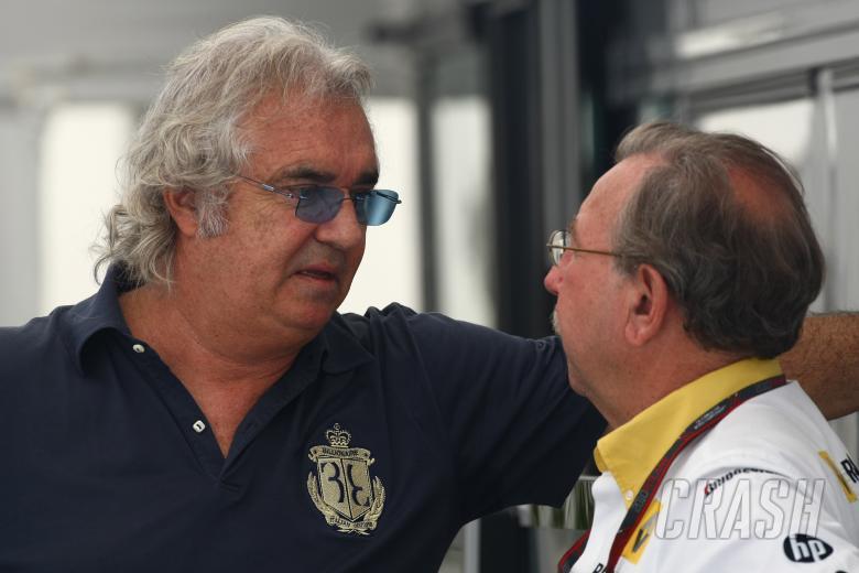Sunday, Flavio Briatore (ITA) and Jean-Francois Caubet (FRA), Managing director of Renault F1