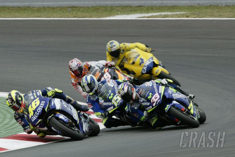 Rossi Leads, Gibernau/Melandri make contact, Catalunya MotoGP Race, 2005