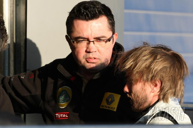 , , 12.02.2011- Eric Boullier (FRA), Team Manager, Renault F1 Team and Nick Heidfeld (GER), Testing for