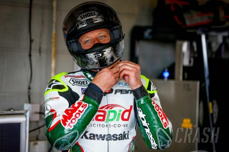 Byrne holds off Smrz in Snetterton test