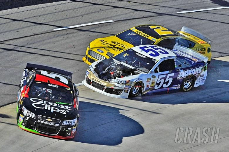 Vickers and Kahne feud at Martinsville