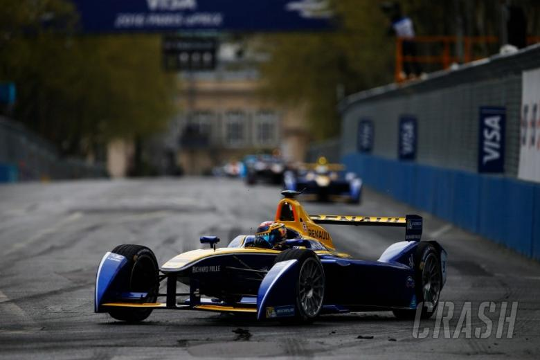 How do you drive a Formula E car?