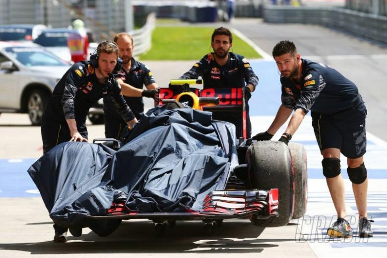 Vettel mocks Verstappen kerb complaints