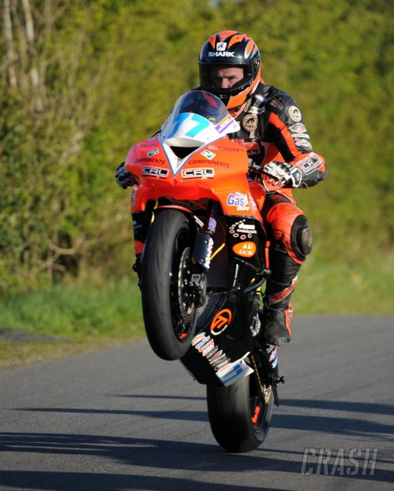 NW200: Farquhar top of pile in Superstock qualifying