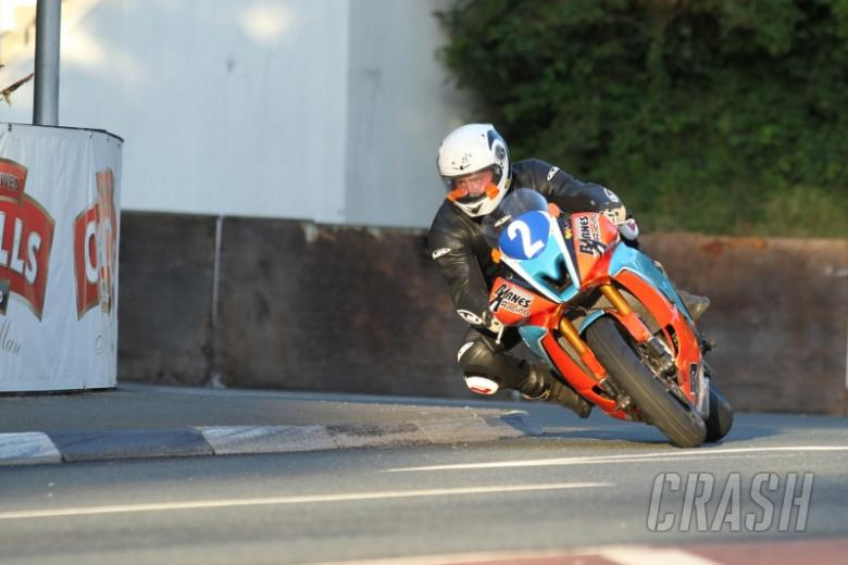 Jamie Coward puts down marker at Manx GP