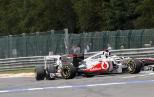28.08.2011- Race, Crash, Kamui Kobayashi (JAP), Sauber F1 Team C30 and Lewis Hamilton (GBR), McLaren