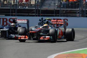24.06.2012- Race, Lewis Hamilton (GBR) McLaren Mercedes MP4-27 and Pastor Maldonado (VEN) Williams F