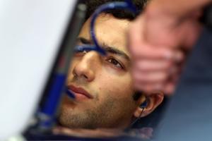 24.11.2012- Free Practice 3, Daniel Ricciardo (AUS) Scuderia Toro Rosso STR7