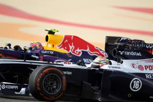 21.04.2013- Race, Pastor Maldonado (VEN) Williams F1 Team FW35 and Mark Webber (AUS) Red Bull Racing