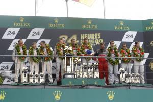 P1 Podium (l-r) Anthony Davidson / Sebastien Buemi / Stephane Sarrazin Toyota Racing TS030, Tom Kris