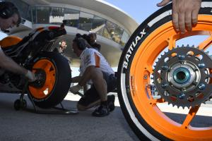 Bridgestone tyre change, Spanish MotoGP 2014
