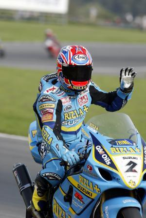 John Reynolds Rizla Suzuki GSXR, celebrates victory