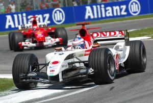 Jenson Button (BAR-Honda) leads Michael Schumacher (Ferrari) during the San Marino GP
