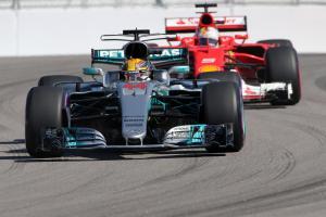 29.04.2017 - Qualifying, Lewis Hamilton (GBR) Mercedes AMG F1 W08 and Sebastian Vettel (GER) Scuderi