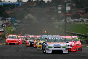Mark Winterbottom (Aust) leads the start of the Just Car Sandown 500 Just Car Insurance Sandown 500R
